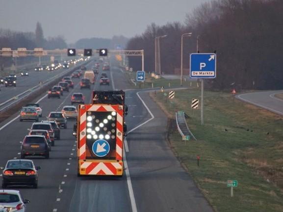 Lange file op A28 bij Zwolle door werkzaamheden