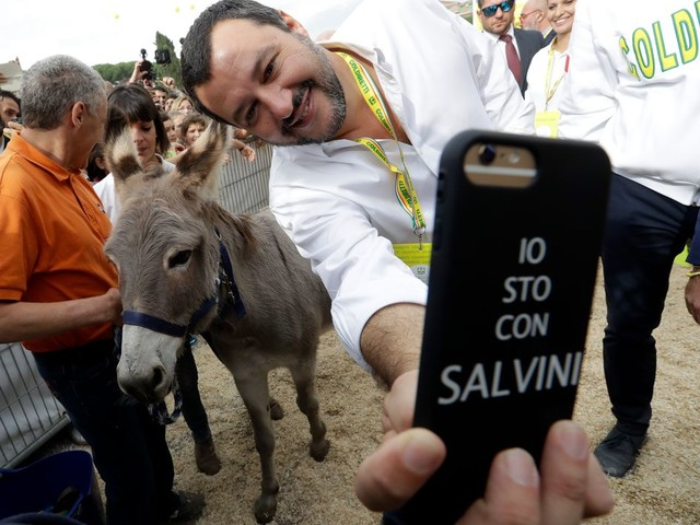 'Kapitein, je bent geweldig!' Hoe Instagram-ster Matteo Salvini de sociale media bespeelt