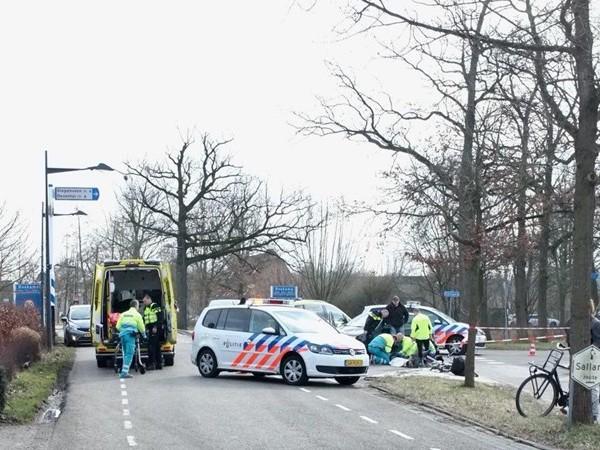 Auto rijdt fietsende scholier aan in Olst