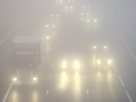 Weercode geel voor dichte mist in Brabant: 'Gevaarlijke rijomstandigheden'