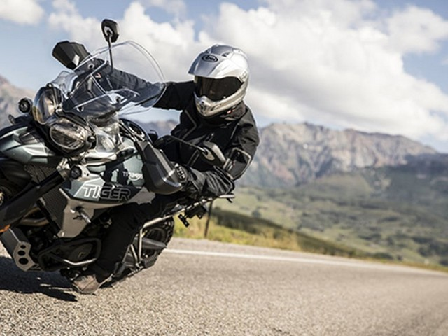 2018 Triumph Tiger 800 XC & XR Unveiled, India Bound