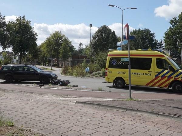 Snorscooter aangereden op rotonde in Deventer