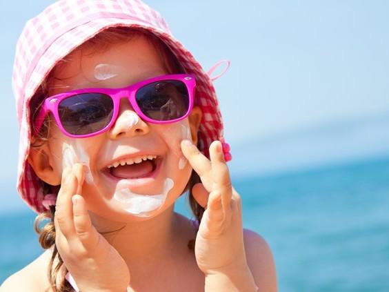 Het wordt warm, vergeet je niet in te smeren! Vijf stellingen over zonnebrand en verbranden