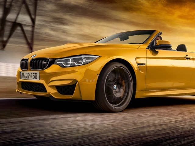 BMW M4 Convertible 30 Jahre Edition celebrates the past