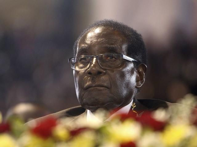 Mugabe onder zware druk om te vertrekken, maar 'hij wil niet weg'