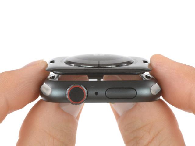Apple Watch Series 4 teardown toont grotere accu en dunner scherm