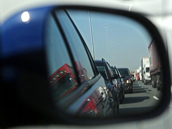 Ongeluk met vijf auto's op de A58, file van 12 kilometer tussen Breda en Tilburg
