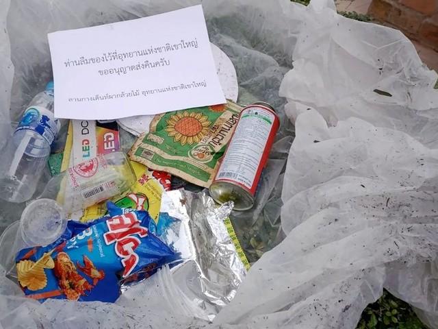 Cadeautje! Wie in Thailand het park vervuilt, krijgt zijn eigen vuilnis weer door de brievenbus