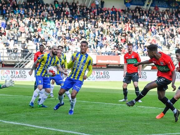 RKC maakt kansen niet af, Waalwijkse ploeg verliest door twee vroege NEC-treffers