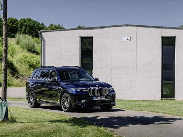 Here's How the ALPINA XB7 Differs from the BMW X7 M50i