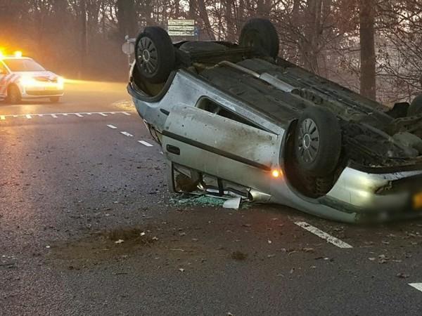 Gladheid veroorzaakt ongeluk bij Buurse; auto over de kop