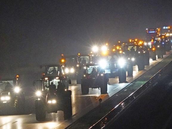 Boeren komen in actie: files op de wegen naar het westen