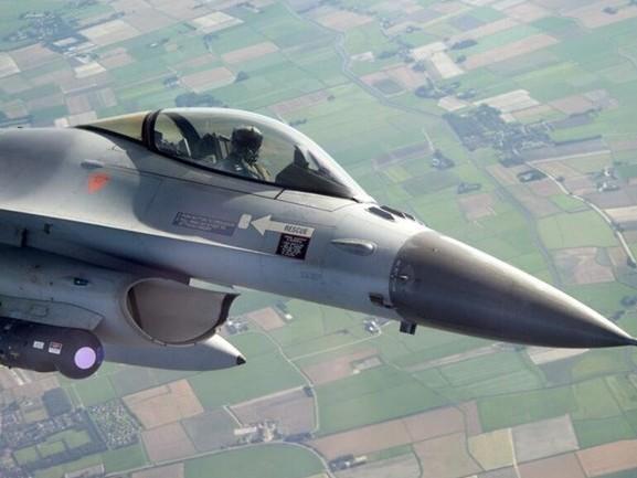 F-16's die boven Eindhoven oefenen zorgen voor flink wat lawaai