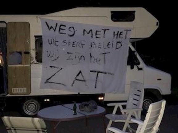 Woonwagenbewoners demonstreren voor meer standplaatsen in Enschede