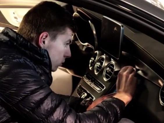 Bolide Max Verstappen brengt 136.000 euro op, Brabants veilingbedrijf content