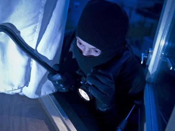 8 jaar cel geëist tegen serie-inbreker die honderden keren toesloeg