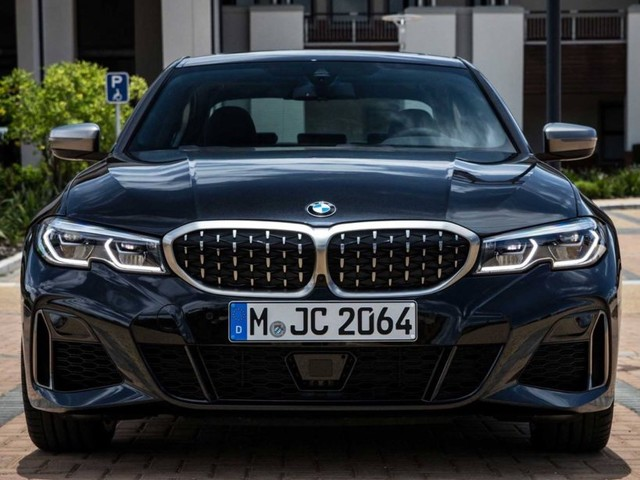New photos of the BMW M340i G20 in black