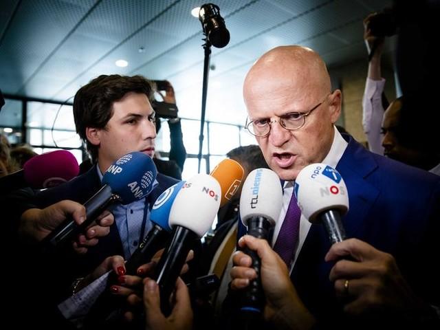Grapperhaus zet NCTV op moordzaak: 'Minister: We lieten misdaad woekeren'