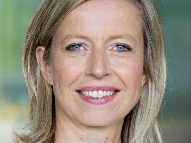 Ollongren pleit in Brussel voor strengere regels tegen nepnieuws