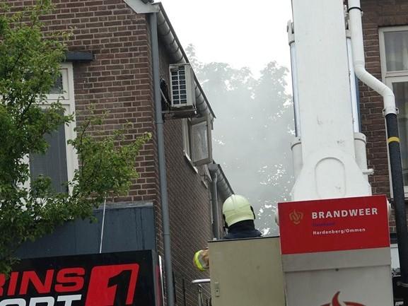 Brand in schuur van winkel Dedemsvaart door blikseminslag, ook schade in Hengelo