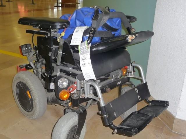 Vliegen met een rolstoel; gehandicapten op vakantie