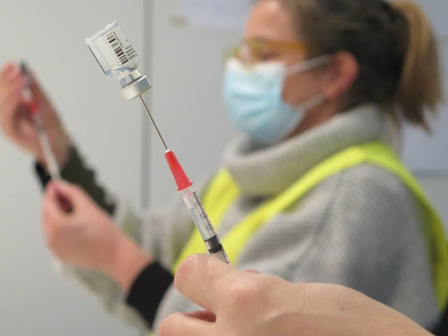 Coronanieuws: 80- tot 85-jarigen krijgen eerder vaccinatie, 362 patiënten in ziekenhuis