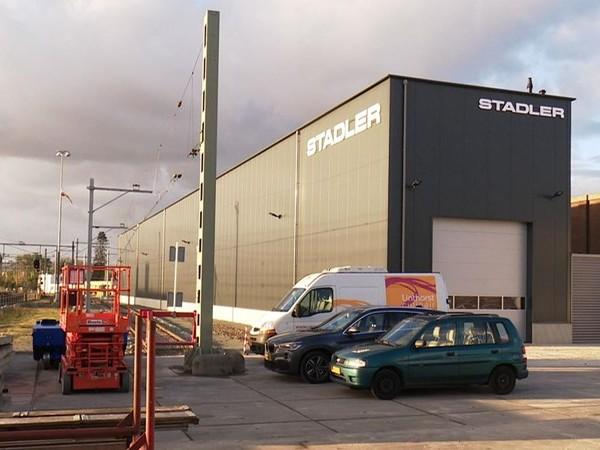 Treinbouwer Stadler bouwt in recordtempo onderhoudswerkplaats in Hengelo
