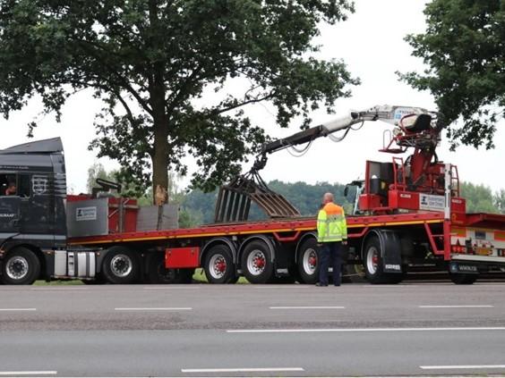 Vrachtwagen rijdt zich klem, uur lang problemen op N65 richting Tilburg