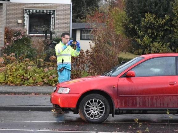 Fietser naar het ziekenhuis na botsing met auto in Steenwijk