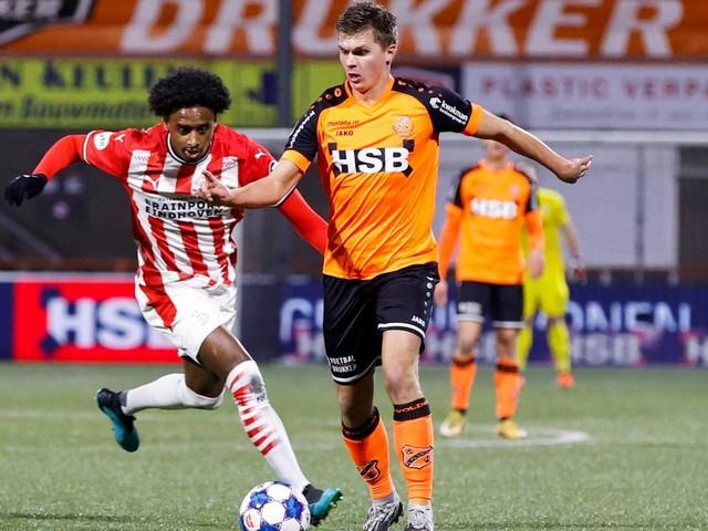 PSV bekert ondanks belabberde eerste helft toch door na magere zege op FC Volendam