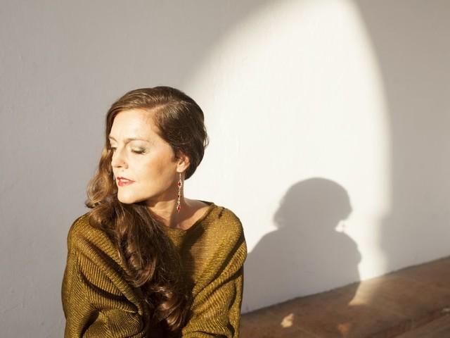 Luna Zegers zingt flamenco tegen de eenzaamheid