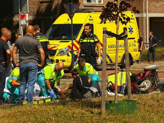 Man op scootmobiel gewond na aanrijding op oversteekplaats in Oss