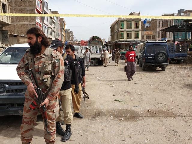 Pakistaanse strijders executeren veertien buspassagiers