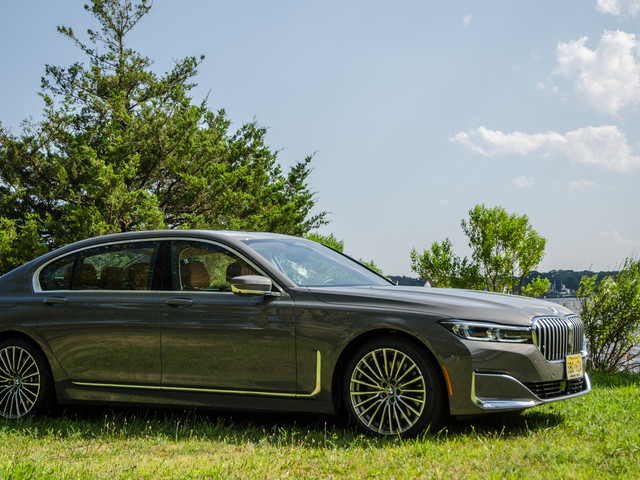 Video: Check Out the BMW 750i Do 155 MPH in 25 seconds