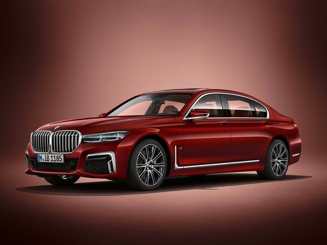 Designer Alexey Kheza explains the BMW 7 Series LCI facelift