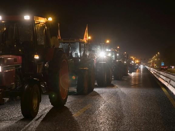 LIVE | Boeren vanuit Overijssel onderweg naar het RIVM en Den Haag