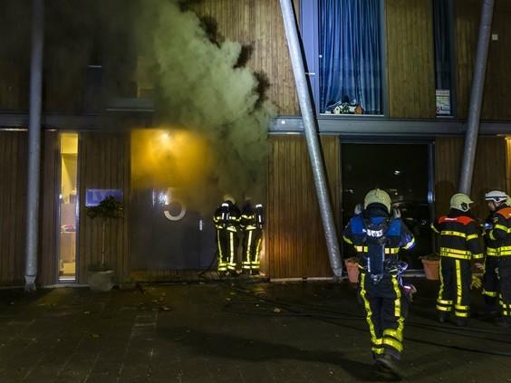 Brand bij schoonheidssalon in Oosterhout, drietal uit bovengelegen appartement geëvacueerd