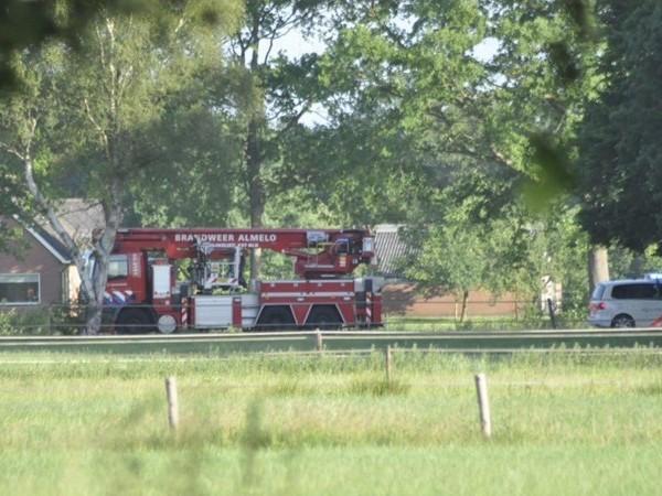Brandweer rukt uit voor schuurbrand in Ypelo, 25 hooibalen geblust (UPDATE)