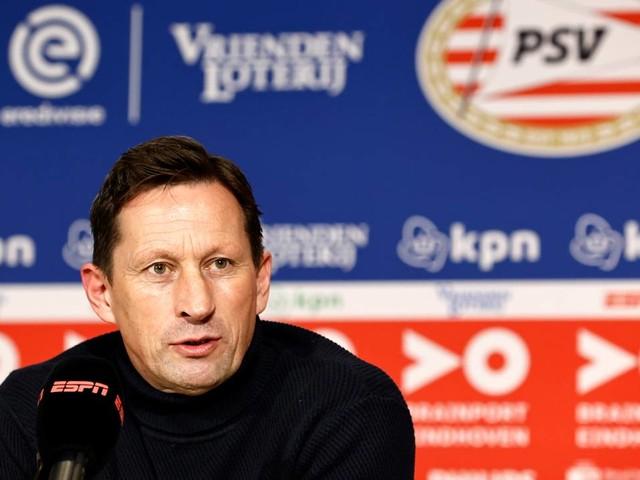 KNVB onderzoekt uitspraken PSV-trainer over 'onprofessionele' scheidsrechter