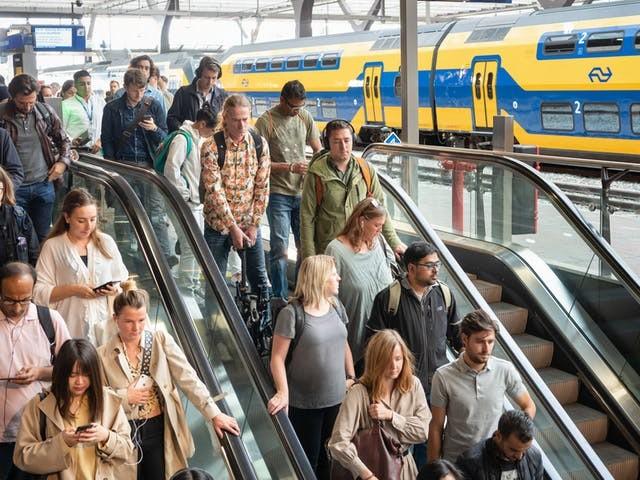 NS geeft regie uit handen bij nieuwe poging om autorijder de trein in te krijgen