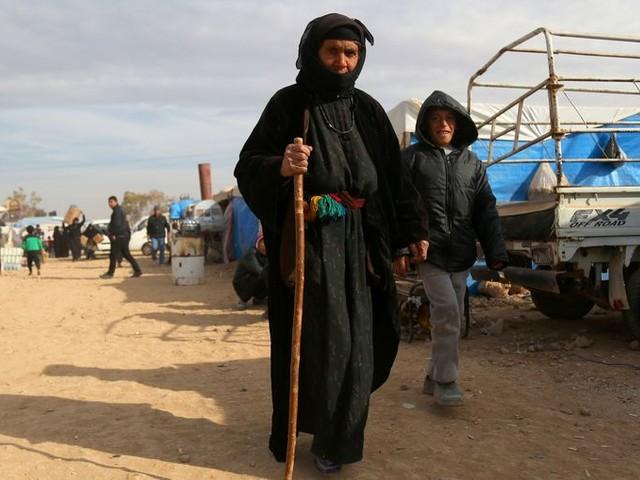 'Honderden IS-leden ontsnapt uit kamp in Syrisch grensgebied'
