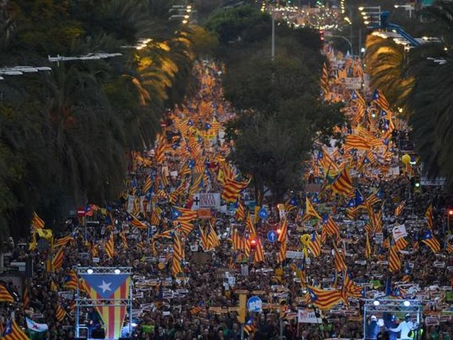 Honderdduizenden Catalanen demonstreren