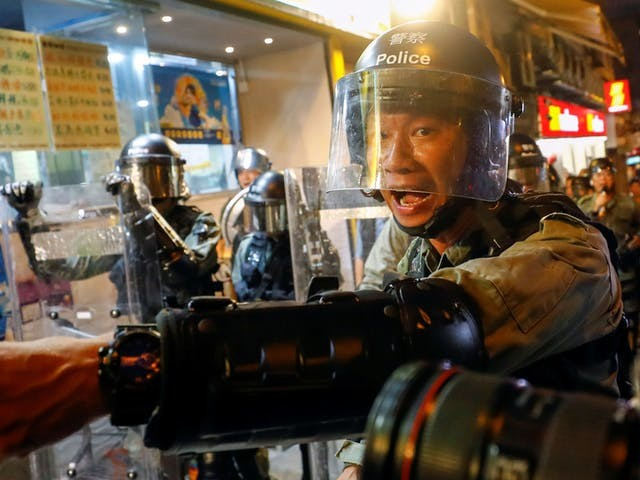 Politie Hongkong zet opnieuw traangas in tegen betogers