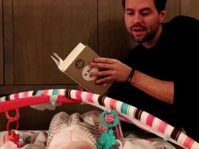 Zware lectuur voor baby Simon Keizer