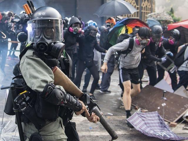 Politie Hongkong probeert verzet te breken door studenten uit te hongeren