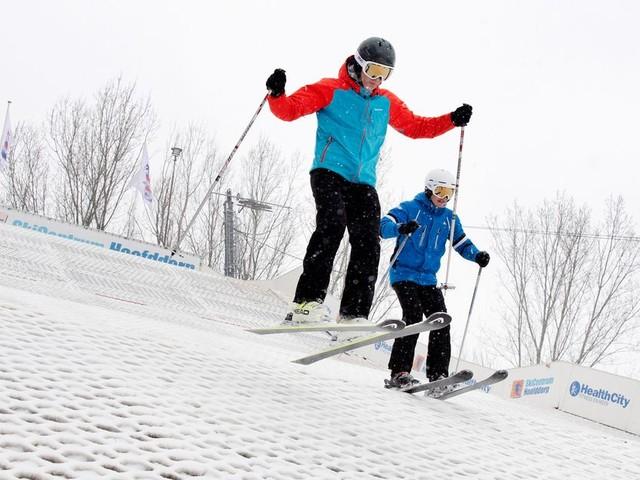Met een dik pak sneeuw is skiën op borstels net echt
