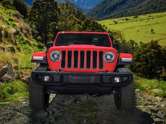 Jeep Wrangler pickup will arrive by April 2019