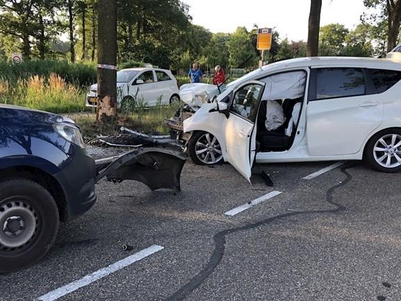 Ravage en twee gewonden bij aanrijding in Bergentheim
