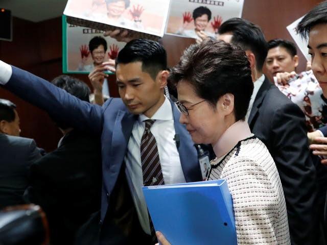 Lam probeert onrust in Hongkong met aanpak woningnood het hoofd te bieden