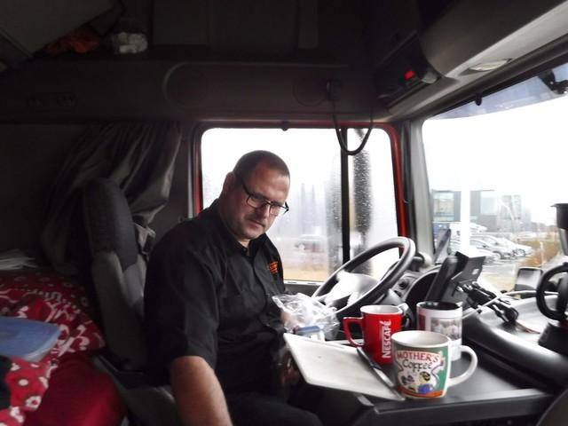 Vrachtwagenchauffeur Henry Overeem rijdt met het zweet in de handen naar Calais